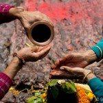 Hindu women worshipping Shiva in Kathmandu